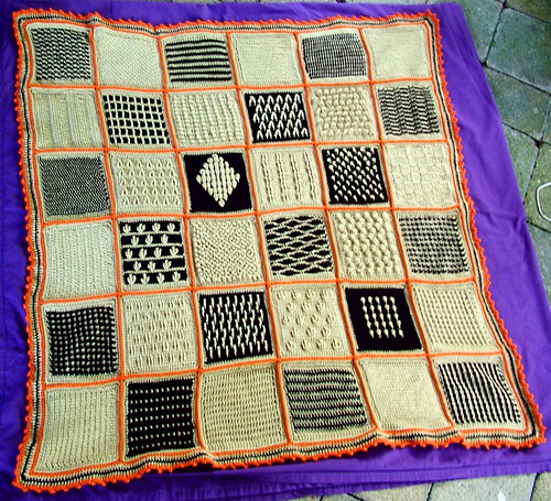 Oh, wow - I so totally love this sample afghan!!  :)