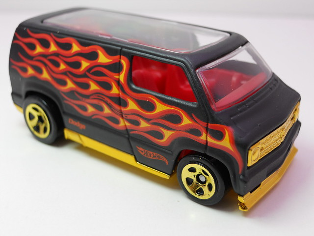 hot wheels custom '77 dodge van blk flames (3)