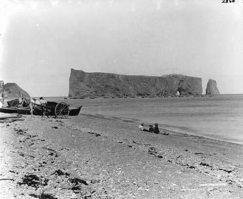 Percé Rock, QC, 1898 (?) by Musée McCord Museum