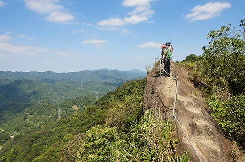 The Huang Di Dian 皇帝殿 trail has about an hour of these amazing views.