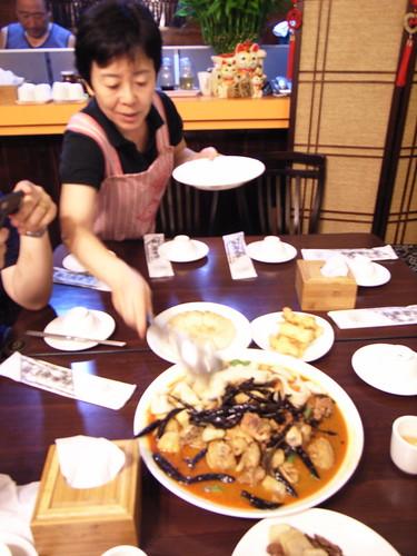 帕米爾新疆餐廳:老闆娘教我們吃大盤雞