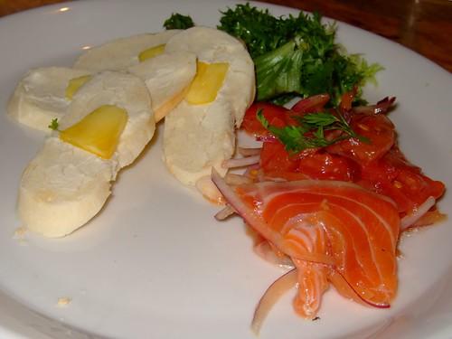 Salmon dan Roti dengan Nenas Kering