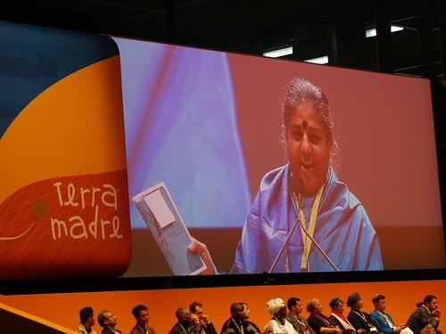 Vandana Shiva at Terra Madre 2008 por Ruukel.