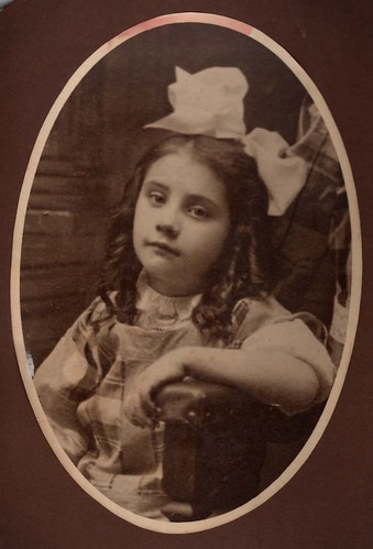 Girl - headshot with bow