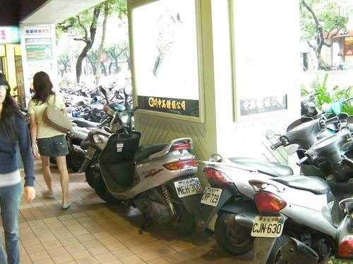 台北の原付駐輪