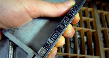 Composing stick loaded with a few words