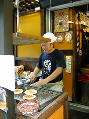 Preparing rice cakes in Kamakura
