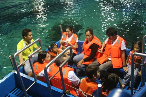 "Manila Ocean Park ""Glass Bottom Ride"""