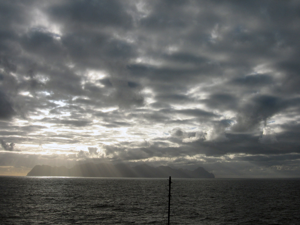 "primera isla de la isla Robinson Crusoe, ""Masatierra""."