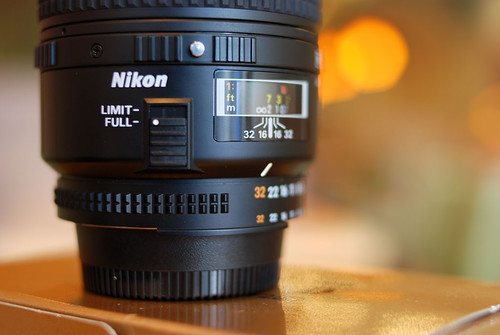 對焦模式分成 Limit 和 Full 兩種,如果不是拍微距的話,設在 Limit 可以加快對焦速度