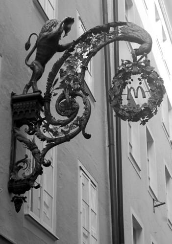 Salzburg — Getreidegasse 11