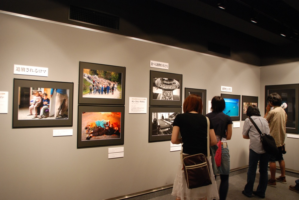Strojan roma family, photographed by Borut Peterlin, exhibited in Tokyo