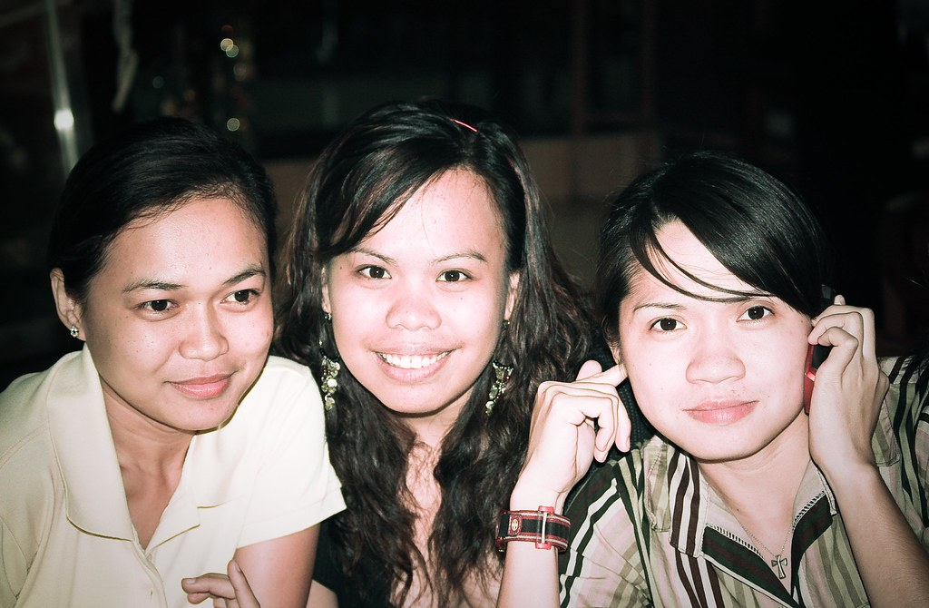 Chesle-leen, Dee and Van. Hillarious Bunch.