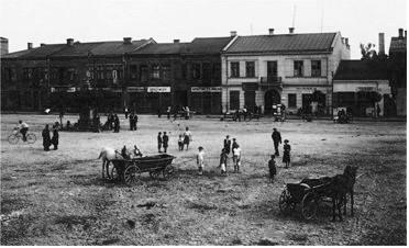 Szczekociny Town Square.jpg