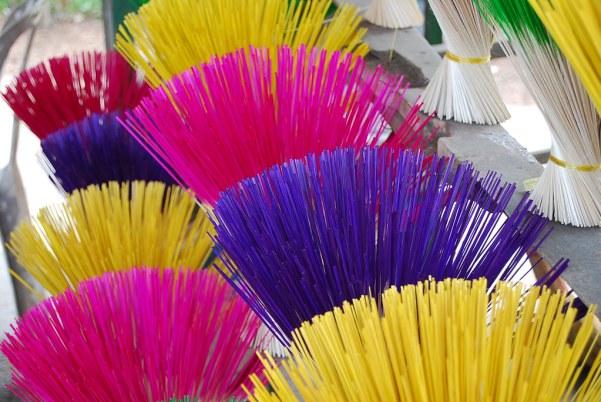 Incienso de colores en Hue