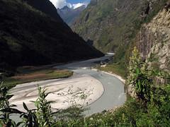 Vistas de Tal, junto al rio