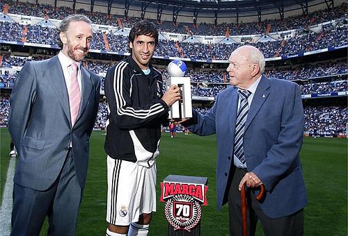 Raúl recibe el Alfredo Di Stefano
