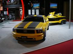 Mustang et remorque Jet-Ski - front
