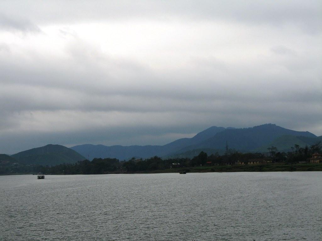 Sông Hương ngày không nắng