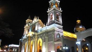 Catedral de Salta, de noche