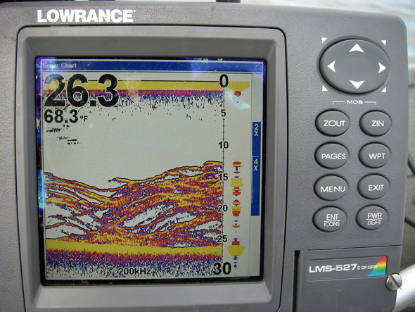 Lowrance Fish Finder screen