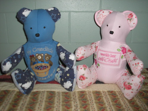 Blue and Pink Bears - Grandma / Mom by you.