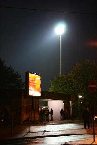 Abendlicher Eingang zum Südstadion