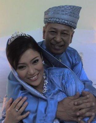 Gambar Kahwin Azharina  Suami Datuk Sukri Peguam Dari