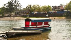 Mit solchen Booten gehts über den Fluss