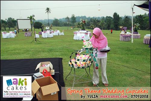 Spring Wedding Cupcakes _ setting2 - Maki Cakes