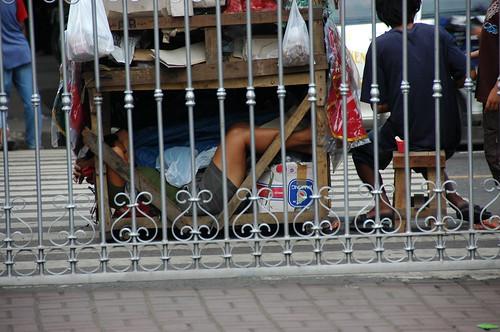 sleeping under push cart kariton street Basilica Minore del Santo Nino Pinoy Filipino Pilipino Buhay  people pictures photos life Philippinen  菲律宾  菲律賓  필리핀(공화�) Philippines