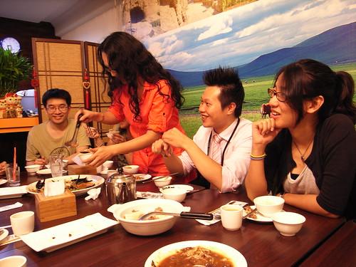 帕米爾新疆餐廳:大家吃的好高興