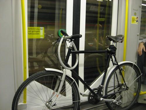 Bicicleta en el Metro de Berlín.