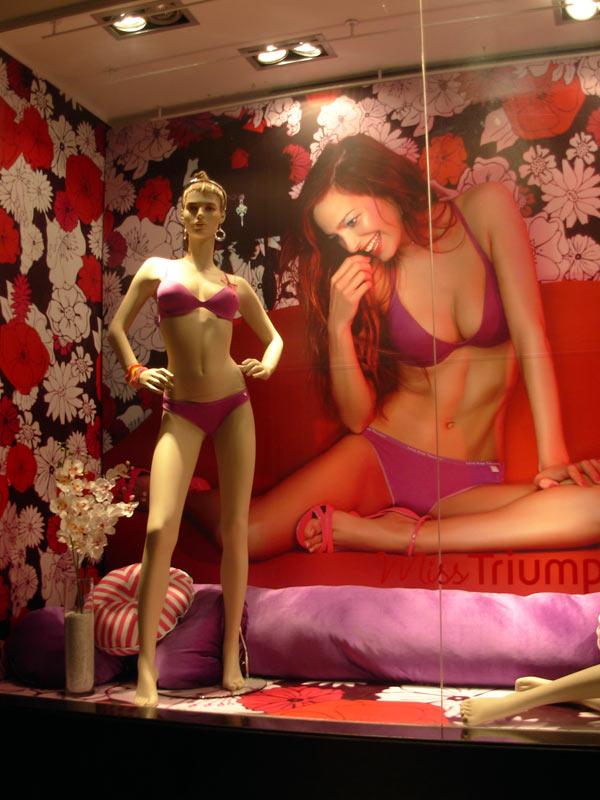 Triumph Stores Santiago de Chile (2/2)
