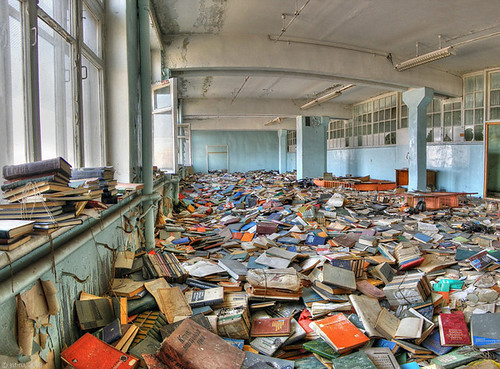 Bienvenue dans la nouvelle Hadopithèque ! (Ruined Russian Library. Par MightyLeaf. Source Flickr)