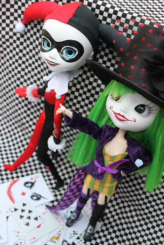 Duela Dent and Harley Quinn