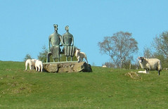 statue_with_lambs