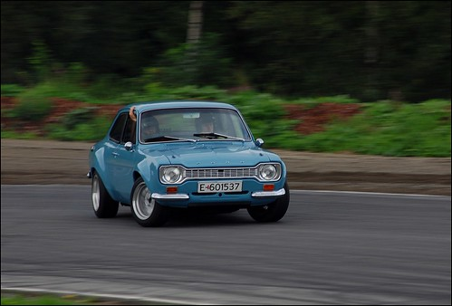 Ford Escort MK1 drifting by GT323.