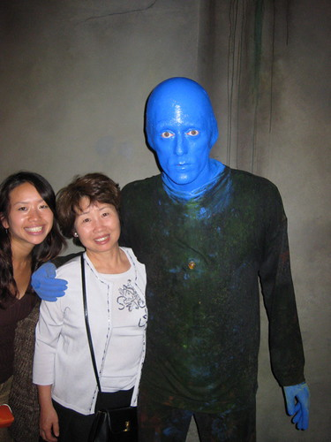 posing with the blue man