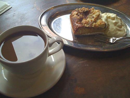 skånsk æblekage og cuba kaffe