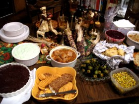 Thanksgiving table, taken by 5chw4r7z