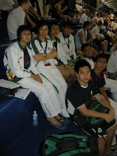 2FYWSC澳門游泳代表隊於比賽塲館內