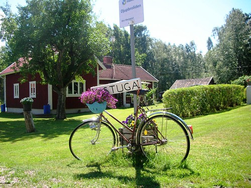 Swedish Cottage for rent, decorated with a bicycle