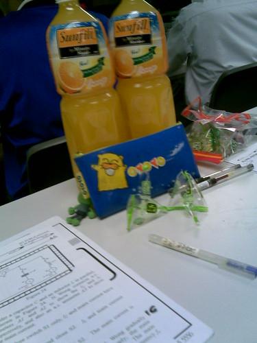 補習時跟朋友買了兩大支橙汁,一時佳話。