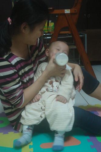開心喝牛奶