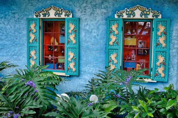 4. Blue wall, red windows
