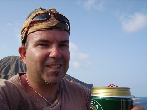 wallking around Oahu, a beer at Kokohead