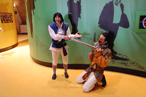 Dos actores representan una obra en El Faro
