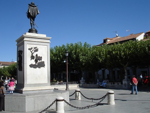 Estatua de Cervantes en la actualidad