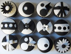 """Black and White """"Model"""" Cupcakes"""